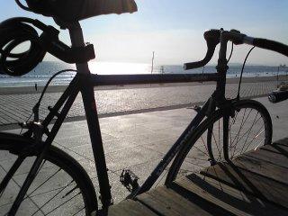 片瀬西浜海岸沿いのボードウォーク